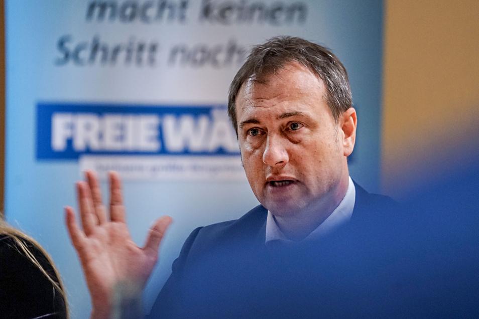 Stürzt er über den umstrittenen Corona-Brief? Der Landeschef der Freien Wähler, Steffen Große, steht schwer unter Druck wegen der Amtsenhebung seiner kritischen Stellvertreterin Denise Wendt.