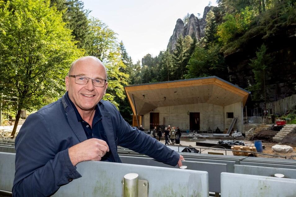 Manuel Schöbel, der Intendant der Landesbühnen Sachsen ist begeistert von den Umbauten zur neuen Spielstätte.