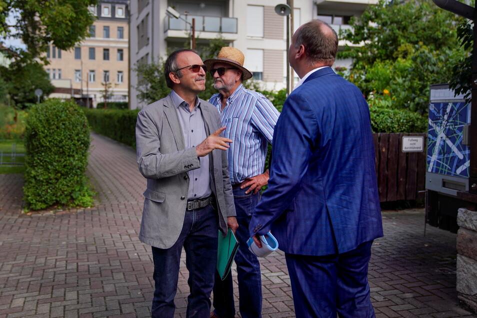 Auch Detlef Thiel (l.), Leiter des Amtes für Stadtgrün und Abfallwirtschaft, und Oberbürgermeister Dirk Hilbert zeigten für ihre grünen Leuchttürme Präsenz.