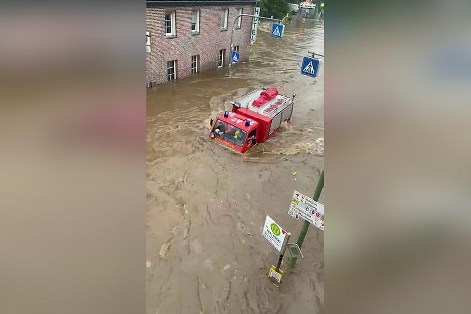 Selbst die Einsatzkräfte waren von der Geschwindigkeit der Flut überrascht.