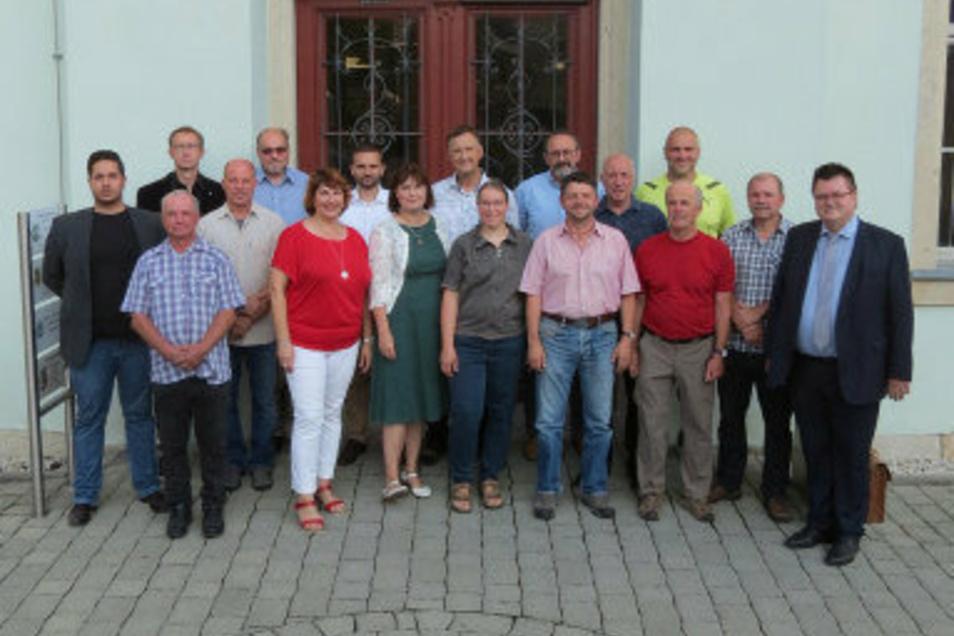 Der Bannewitzer Gemeinderat - hier noch mit AfD-Mann Eric Süßmann. Ganz rechts steht Bürgermeister Christoph Fröse (parteilos).