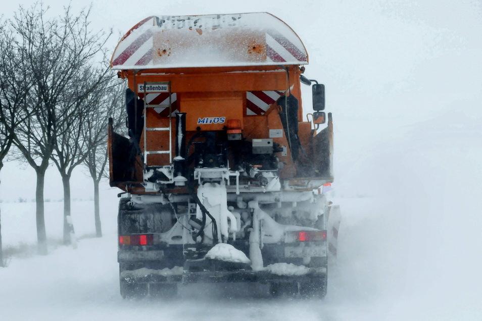 Ganz so viel Schnee wie seinerzeit in Reinersdorf ist es zwar nicht gewesen. Aber immerhin schickte der Winter 2021 am Mittwochnacht ein paar Flocken ins Großenhainer Land.