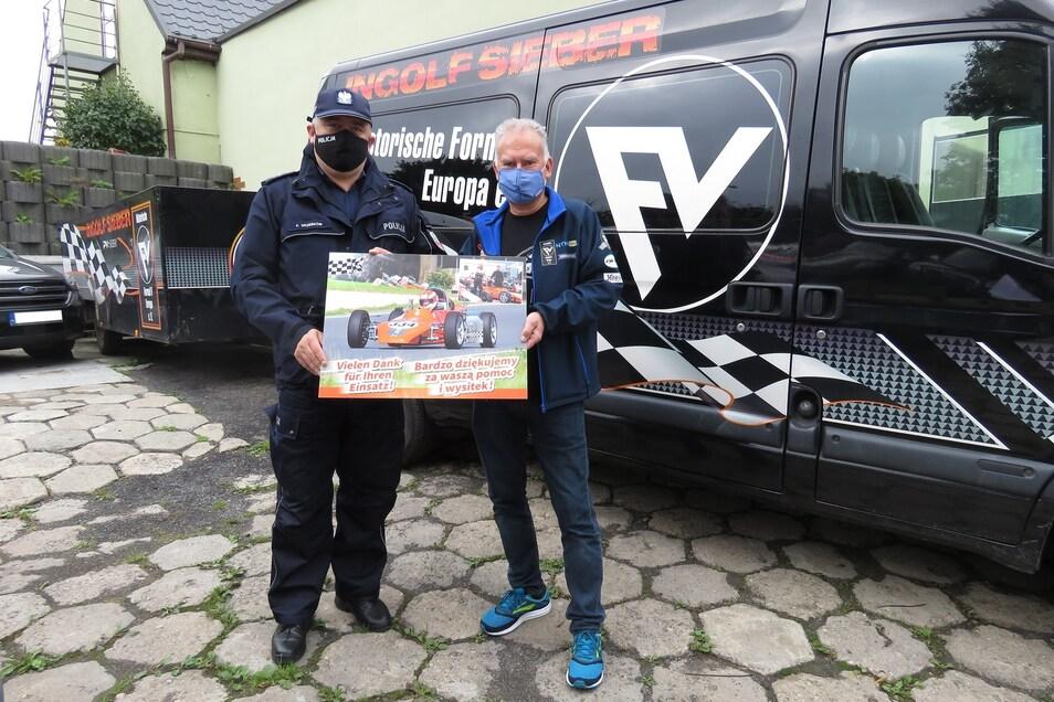 Ingolf Sieber (rechts) ist froh und dankt der Polizei, nachdem diese den gestohlenen Rennwagen gefunden hat.