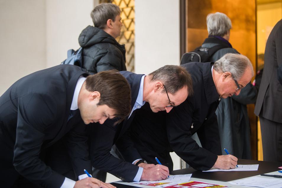 Der erste Verhandlungstag im Schweizer Sommermärchen-Verfahren am 9. März dauerte nur ein paar Minuten. Die Richterin vertagte den Prozess um dubiose Millionenzahlungen im Zuge der deutschen WM-Kandidatur 2006.