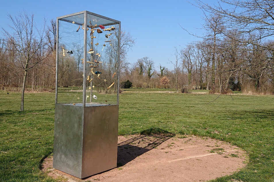 Das Tornado-Denkmal im Stadtpark wurde vom Meißner Künstler Matthias Lehmann geschaffen. Es wurde 2012 eingeweiht. Am 24. Mai formt sich aus den innen angeordneten Bestandteilen deutlich sichtbar das Datum des Tornados auf dem Boden.