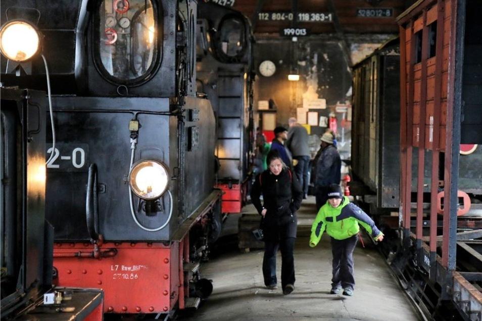 Am Bahnhof Bertsdorf waren der Lokschuppen und der Museumsraum im ehemaligen Güterboden geöffnet.