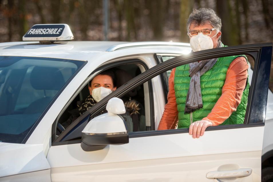 Wieder mit den Fahrschülern auf Tour gehen - Peter Ohlert (rechts) in Coswig hat einiges aufzuholen aus den zurückliegenden Ausfallmonaten.