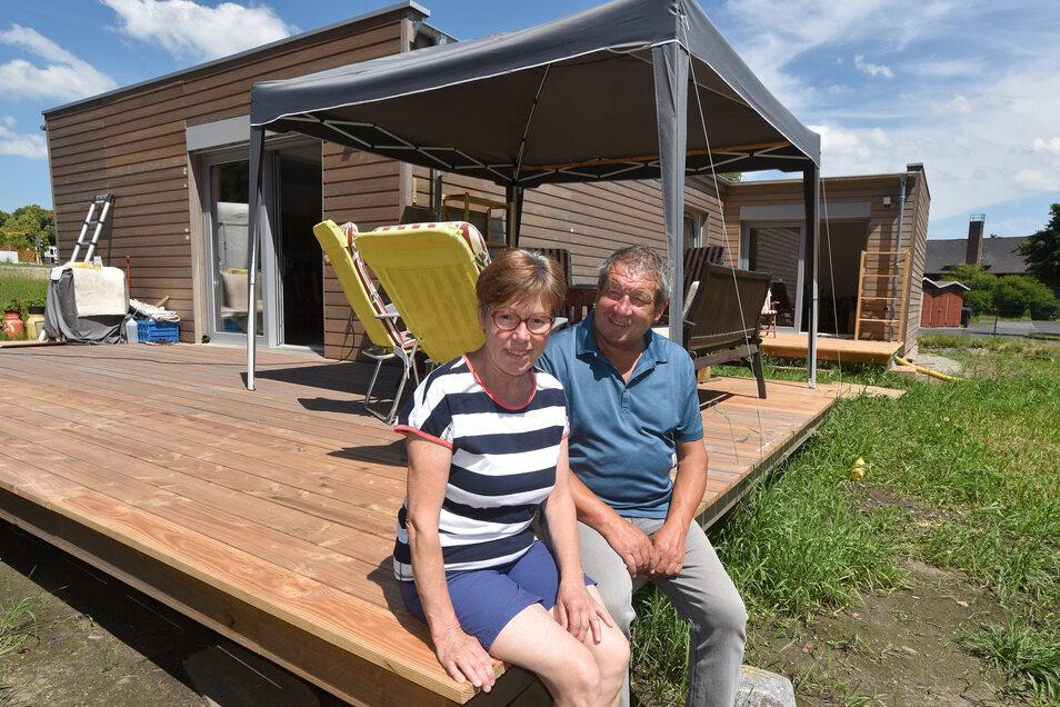 Auch Olaf Kommol ist ein alleinstehender Senior. Auf seinen 40 Quadratmetern hat er Küche, Bad mit Dusche, Schlafraum, dazu eine eigene Terrasse.