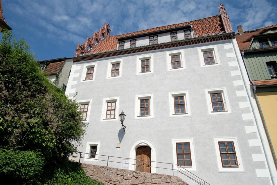 Von außen erstrahlt das Prälatenhaus an den Roten Stufen 3 bereits in neuem Glanz.