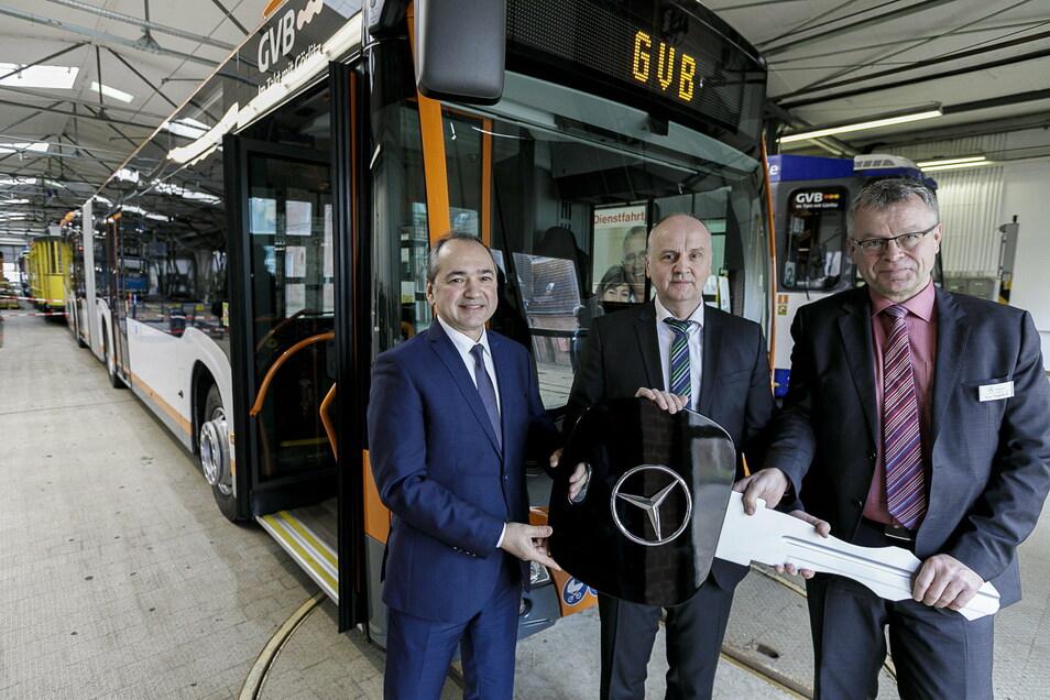 Oberbürgermeister Octavian Ursu (links) kann sich freuen: Die Stadt muss keinen zusätzlichen Zuschuss an die GVB zahlen.