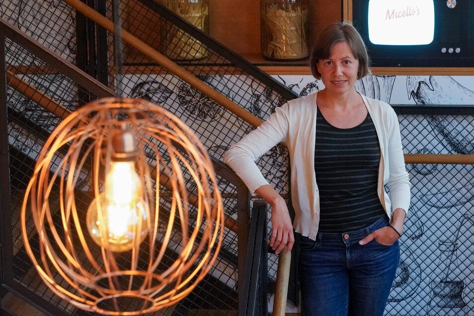 """Startup-Gründerin Dorothea Haider in dem Co-Working-Place in dem Leipziger Restaurant """"Miccelo""""s."""