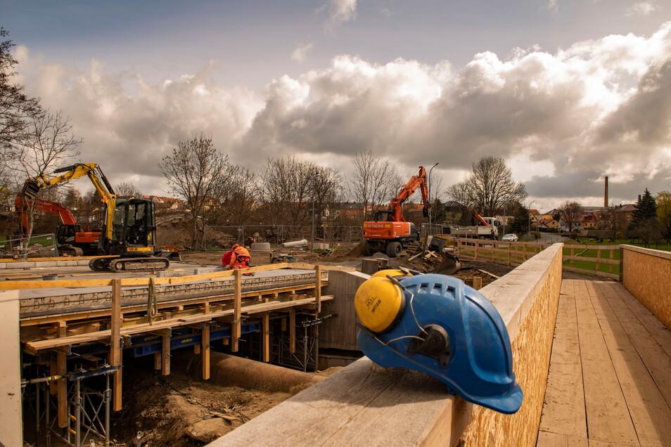 Die Brückenbaustelle Mülbitzer Straße im April. Noch immer ist das Vorhaben nicht abgeschlossen.