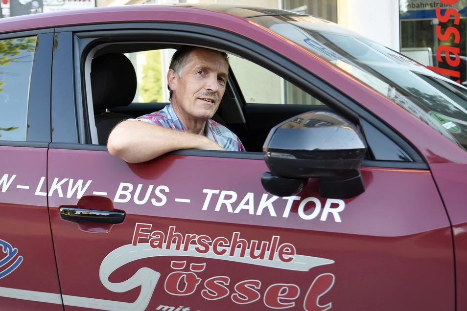 Fahrlehrer Klaus-Peter Gössel aus Bischofswerda sucht einen Nachfolger für seine Fahrschule. Bis jetzt erfolglos.