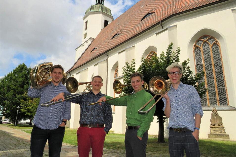 Donath Rehm, Fritz Vogel, Adrian Wehle und Jonathan Walkow (v.l.n.r.) freuen sich auf ihr erstes gemeinsames Konzert.