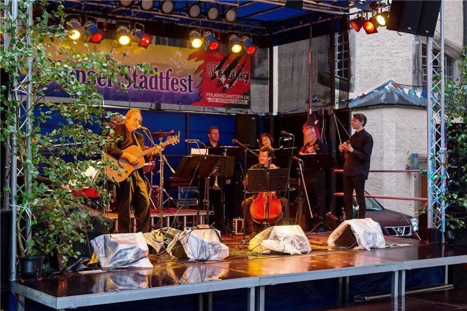Zum Auftaktabend war am Freitag das Projekt Beatles in Classic mit Rock- und klassischen Musikern zu hören.