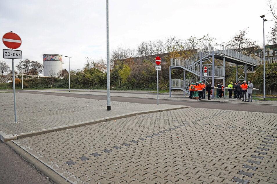 Über die Treppe im Hintergrund geht es vom Parkplatz hinauf zur Uttmannstraße.
