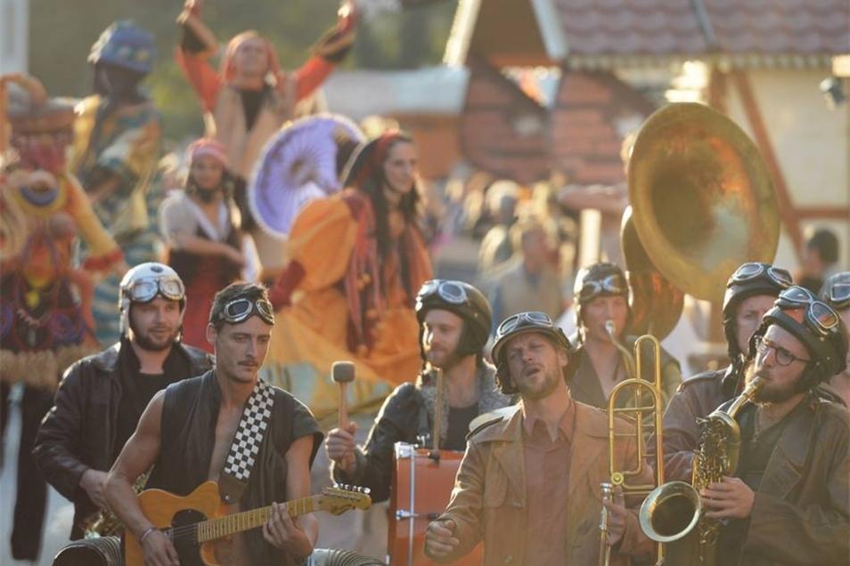 Nicht ohne meinen Sturzhelm: die OOZ Band aus Frankreich.
