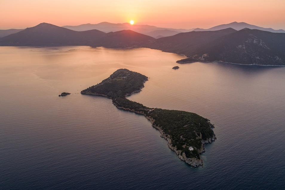 Diese griechische Insel heißt Silver Island und lässt sich bei Vladi Private Islands mieten.