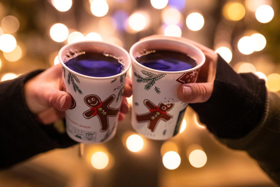 Gemütlich Glühwein trinken auf dem Weihnachtsmarkt - das soll in diesem Jahr im Landkreis Bautzen vielerorts möglich sein.