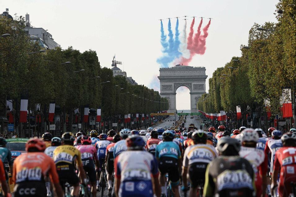 Am Sonntag endete die Tour de France auf der Champs Elysees in Paris. Einen Tag später droht ein Schatten auf die Rundfahrt zu fallen.