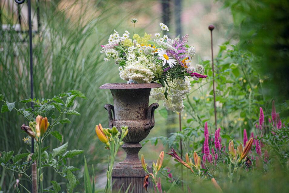 Ein bisschen wie aus einer Szenerie eines Jane-Austen-Romanes wirkt die Deko im Garten der Familie Schöne.