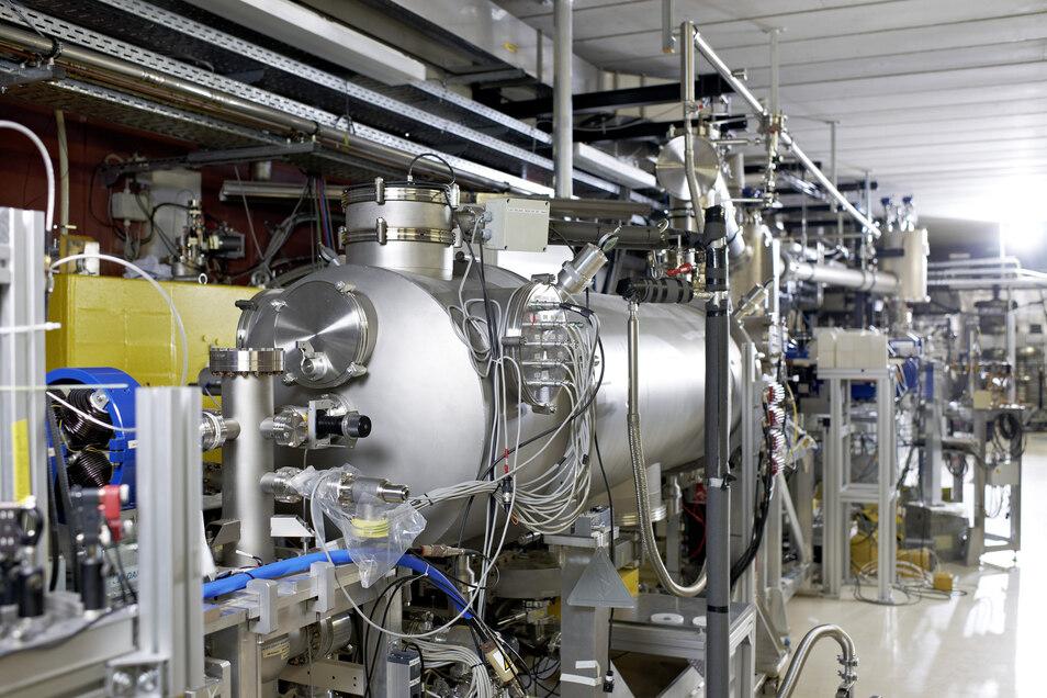 Elektronen fast so schnell wie das Licht: Schon jetzt ist das Helmholtz-Zentrum Dresden-Rossendorf mit seiner Elektonenbeschleunigung wissenschaftlich top. Doch da soll noch eine ganze Menge dazu kommen.