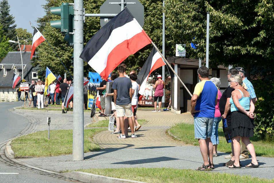 Proteste gegen die Corona-Maßnahmen an der B96.