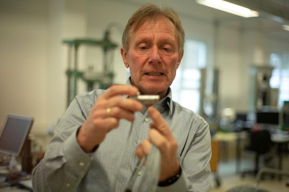 Uwe Schleichert ist seit zehn Jahren Geschäftsführer der Velomat Messelektronik in Kamenz. Sensoren, die hier hergestellt werden, sorgen zum Beispiel in Aufzügen für Sicherheit.