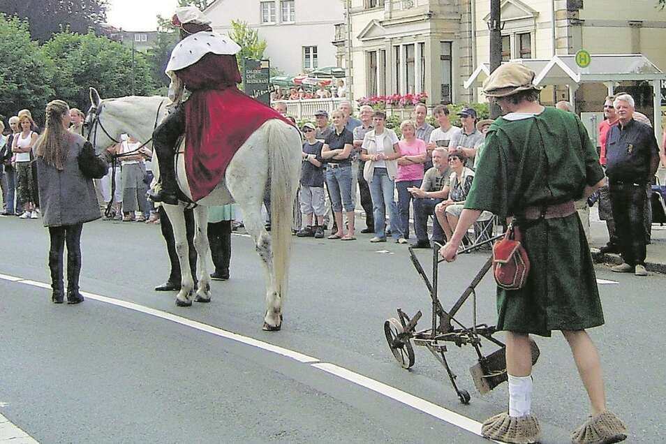 """Auch 2005 zum 750-jährigen Jubiläum war Ottokar, gefolgt von einem Bauern mit Pflug, im """"Königszug"""" vertreten."""