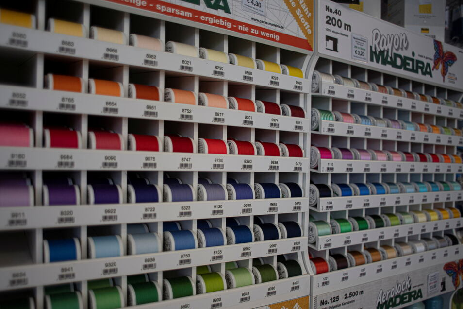 Garne in jedem Farbton gehören auch zum Sortiment.
