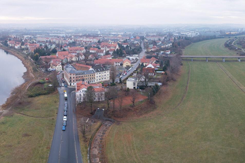 Noch ungeschützt ist die Übigauer Insel zwischen Elbe und Flutrinne. Dort sind Mauern und Deiche geplant.