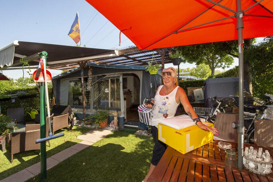 Birgit Probst aus Coswig gehört seit 14 Jahren zu den Dauercampern im Stadtteil Kötitz. Der Platz wird im Sommer zu ihrem zweiten Zuhause.