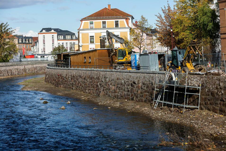 Bauen für den Hochwasserschutz in Freital. Die Flut 2002 riss Steine samt Mörtel weg.