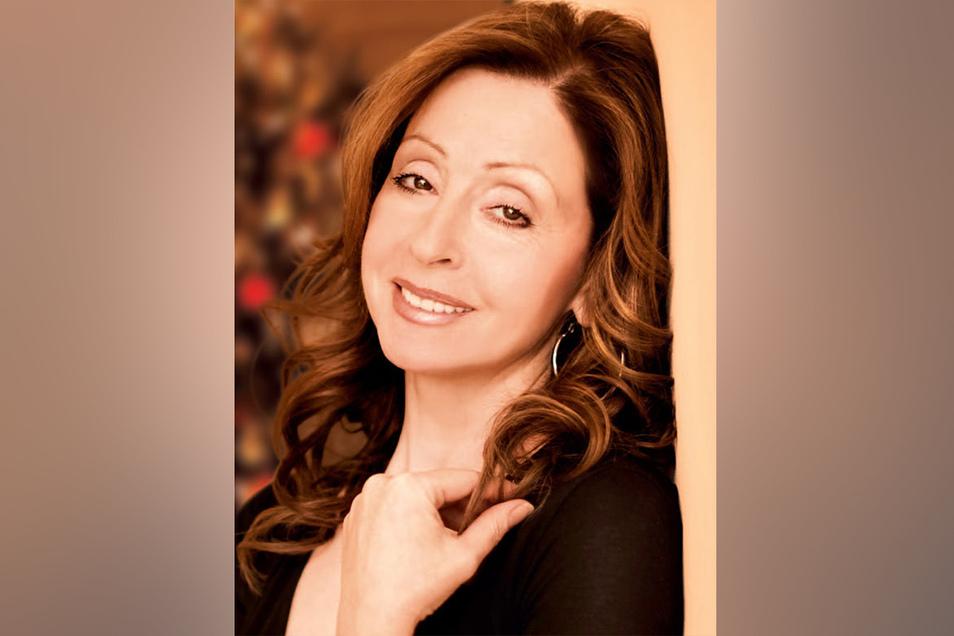 Vicky Leandros wurde 1952 auf Korfu geboren und landete schon 1965 ihren ersten Hit. Am 18. Dezember tritt sie im Stern auf.