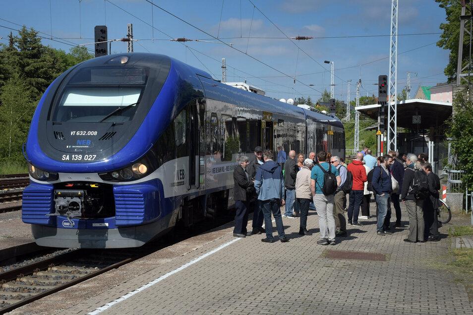 ine einmalige Sonderfahrt vor knapp einem Jahr auf der Strecke Döbeln – Meißen hat das große Interesse an der Wiederbelebung der Verbindung gezeigt.