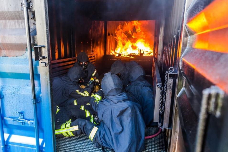 Der Brandcontainer ist eine von vielen modernen Ausbildungseinrichtungen, über die die Landesfeuerwehr- und Katastrophenschutzschule  verfügt.