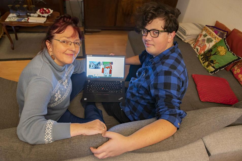 Gemeinsam durchs Zabeltitzer Museum: SZ-Redakteurin Kathrin Krüger-Mlaouhia und ihr Sohn Danny unternahmen den interessanten Rundgang von der Couch aus.