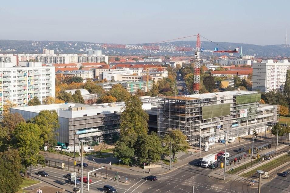 Der Rohbau der neuen Canaletto-Passage am Straßburger Platz ist fast fertig. In die Verkaufsflächen sollen 2016 unter anderem Rewe, Aldi und der Drogeriemarkt dm einziehen.