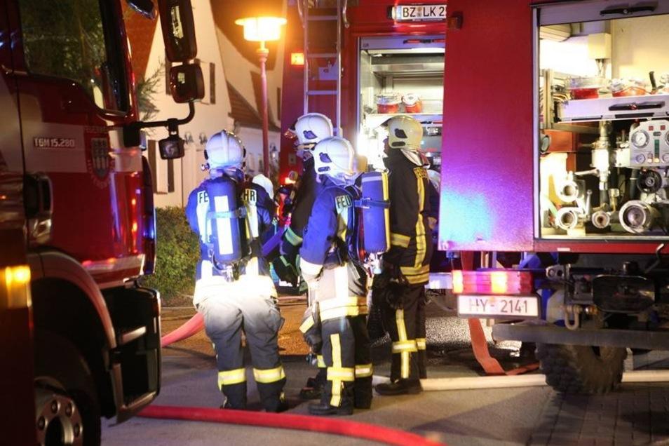 Die Kriminalpolizei hat Ermittlungen zur Brandursache aufgenommen.