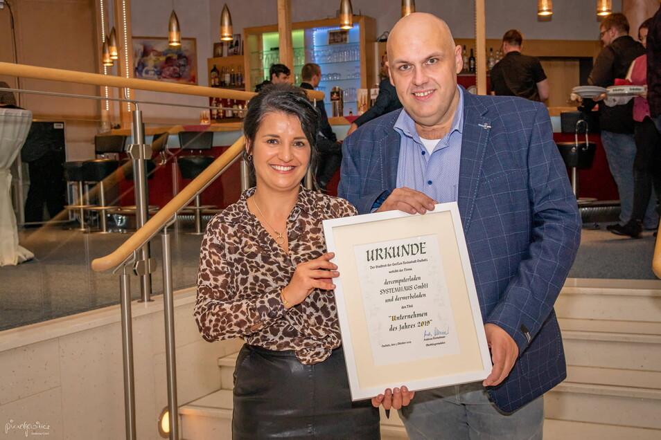 Der Chef des in Oschatz, Meißen und Dresden vertretenen Computerladens Thomas Schupke durfte 2019 mit Partnerin Lisanne Mohne die Ehrung als Oschatzer Unternehmer des Jahres feiern.
