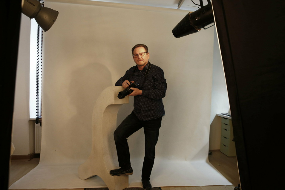 Hans-Jürgen Fichte betreibt sein Fotostudio in Pulsnitz seit 20 Jahren. Dort bietet er unter anderem Porträtaufnahmen an.