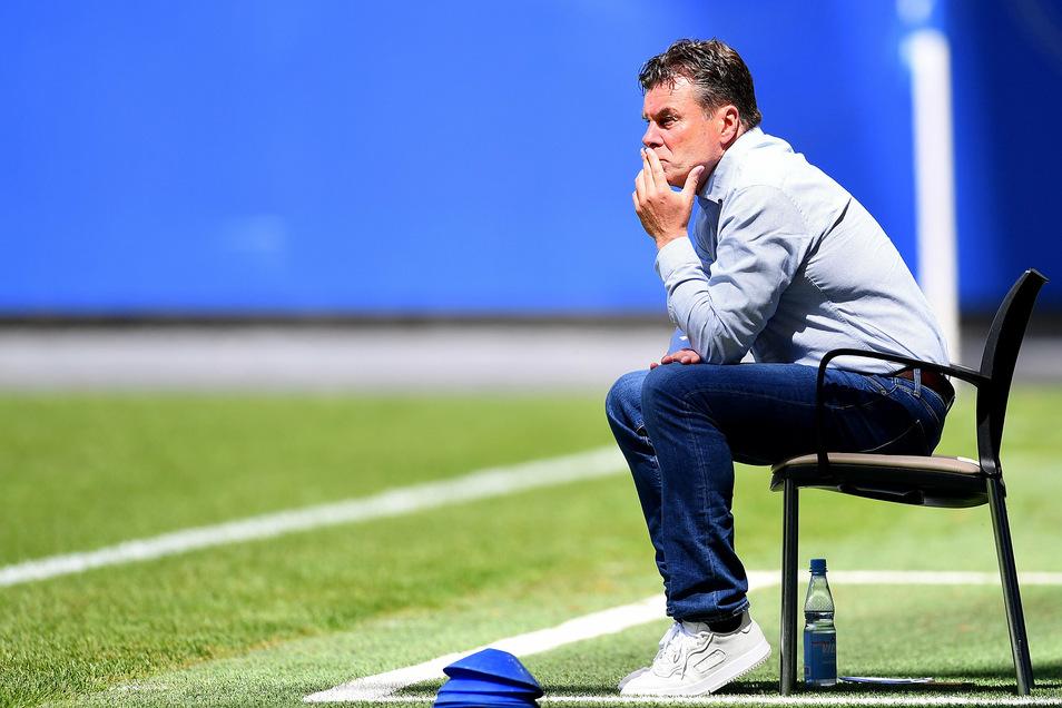 Dieter Hecking wird sich eine andere Trainerbank als die des HSV suchen müssen.