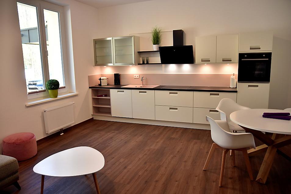 Die sehr individuell geschnittenen Wohnungen sind auf Wunsch auch mit Einbauküche zu mieten. Eines wissen die Bauherren aber schon aus den letzten Sommern – im Gebäude bleibt es auch bei Hitze angenehm kühl.