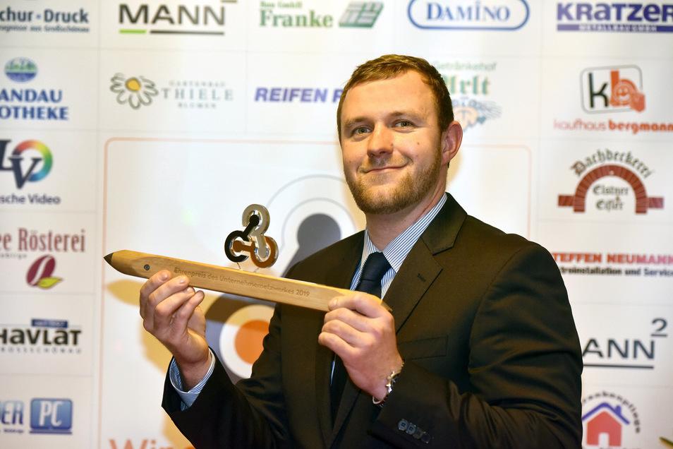 Manuel Hommel hat vom Unternehmernetzwerk Großschönau, Waltersdorf und Hainewalde den Ehrenpreis erhalten.