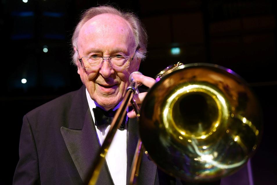 Der britische Jazz-Posaunist Chris Barber ist gestorben. Der Musiker wurde 90 Jahre alt.