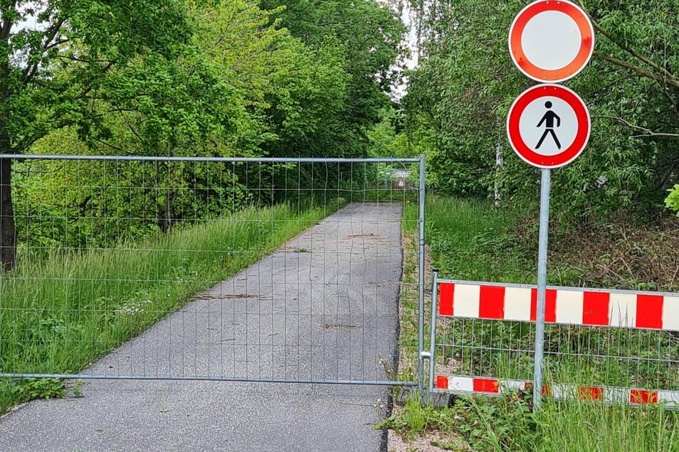 In Altgeringswalde fehlt eine Brücke. Die wurde mit dem Rückbau der Bahnstrecke entfernt. Nun muss wieder eine neue für den Radverkehr gebaut werden.