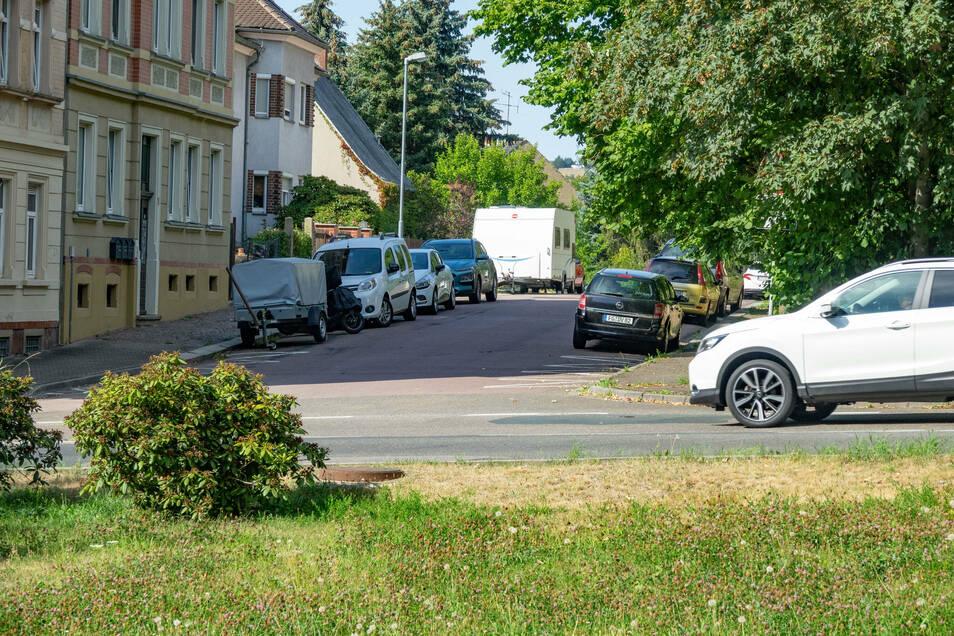 Auf der Südstraße in Roßwein wird in der kommenden Woche eine neue Oberfläche aufgebracht. In dieser Zeit kommt es zu Einschränkungen für Nutzer und Anwohner.