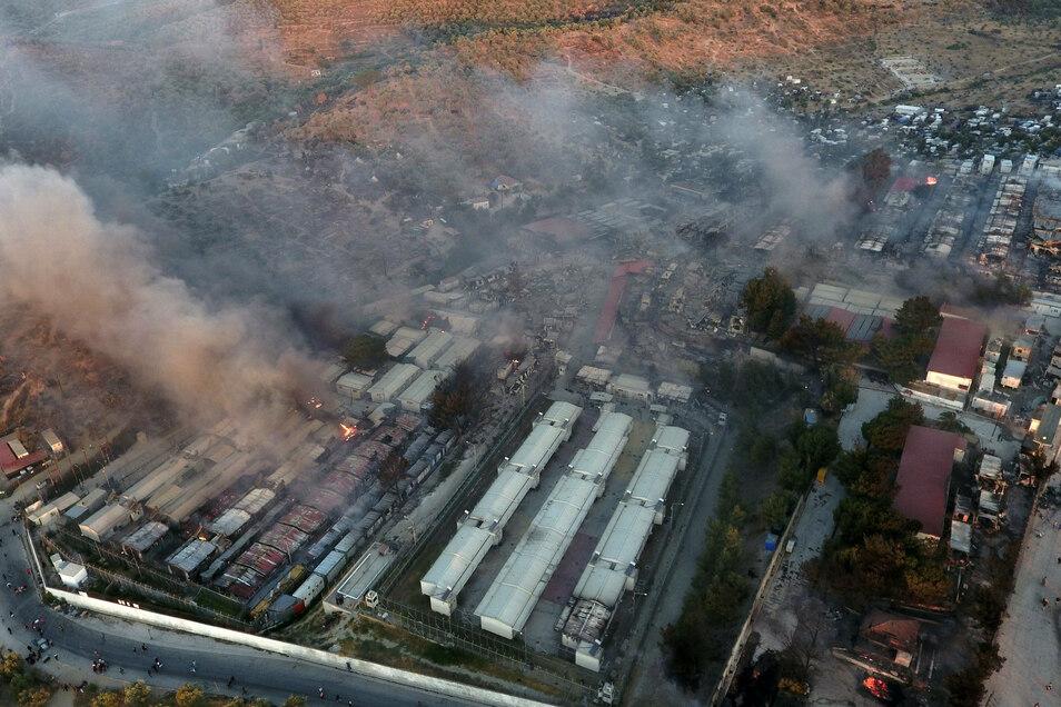 Blick auf das abgebrannte Flüchtlingscamp Moria.