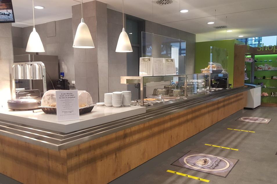 Blick in die Ausgabe der neuen Cafeteria.
