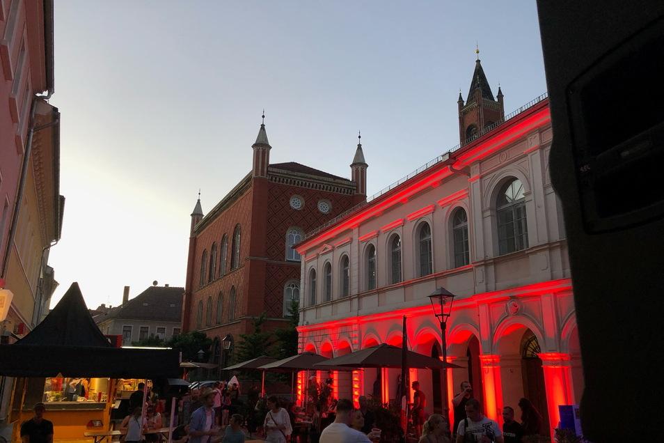 Leben, wie man es sich im Sommer wünscht: Nach fast zwei Jahren Pause wurde am Montagabend in Kamenz wieder unter freiem Himmel gefeiert.